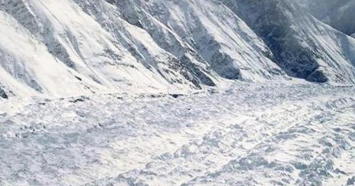 Avalanche hits vehicle in Kashmir, 6 feared dead