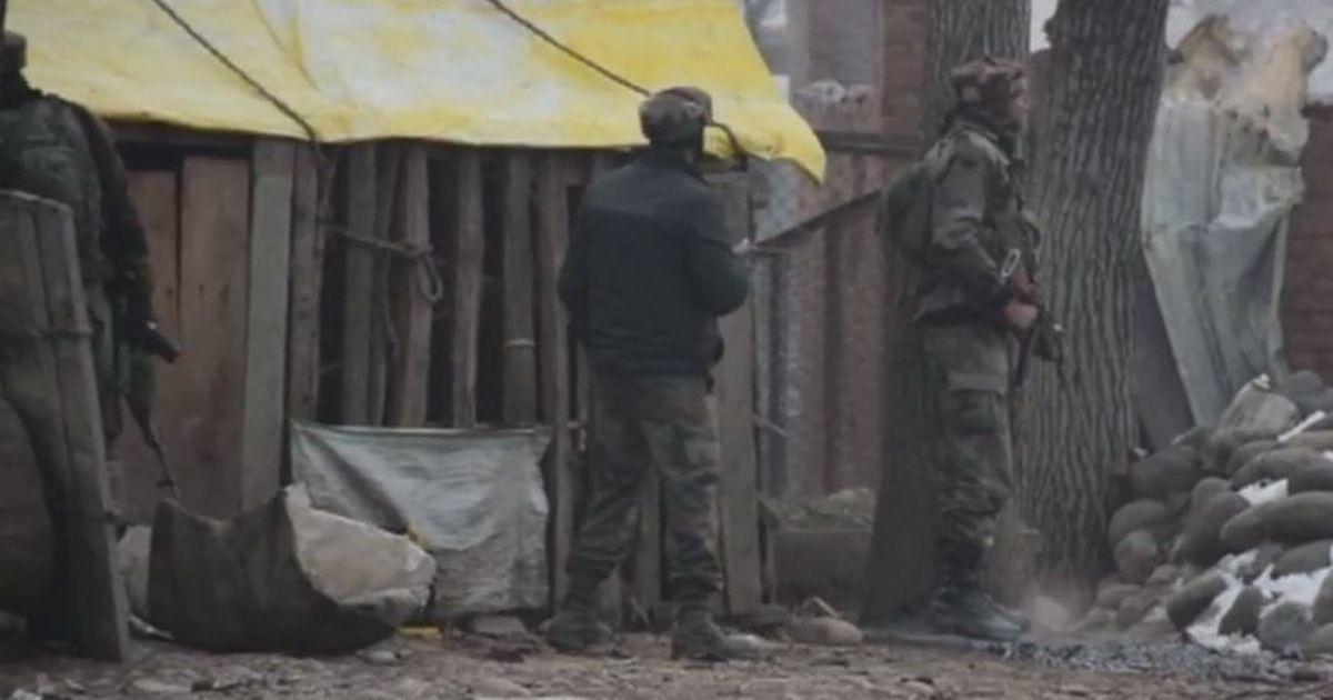 जम्मू-कश्मीर : सीआरपीएफ कैंप पर हमला, पांच जवान शहीद, तीन आतंकी भी मारे गए