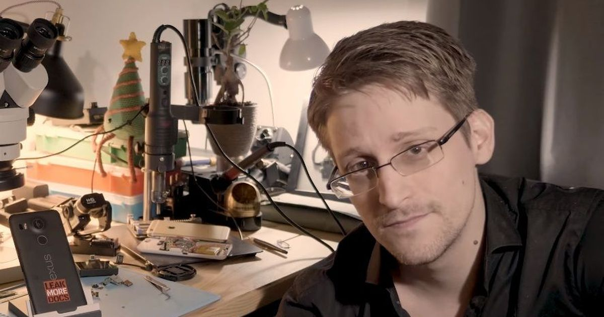 Journalist who exposed Aadhaar data breach deserves an award, not investigation, says Edward Snowden