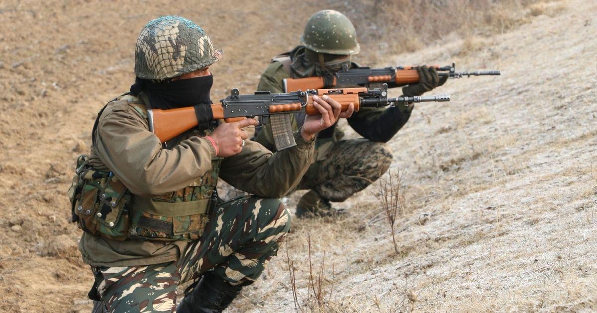 जम्मू-कश्मीर : सुरक्षा बलों के साथ मुठभेड़ में दो आतंकी मारे गए