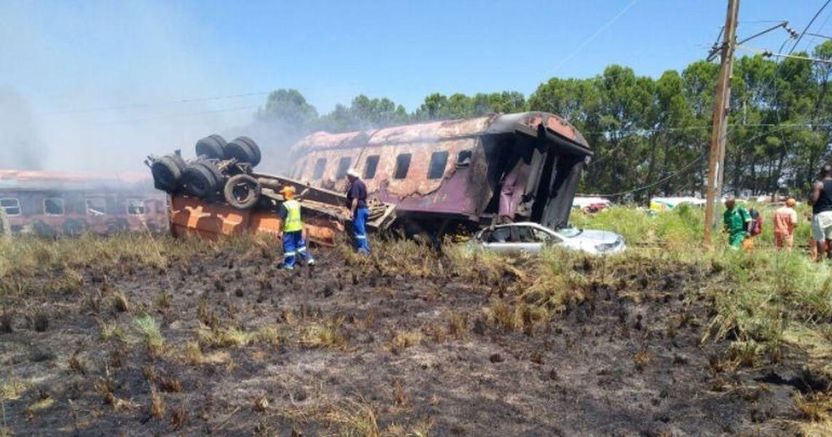 दक्षिण अफ्रीका : ट्रेन हादसे में 18 लोगों की मौत