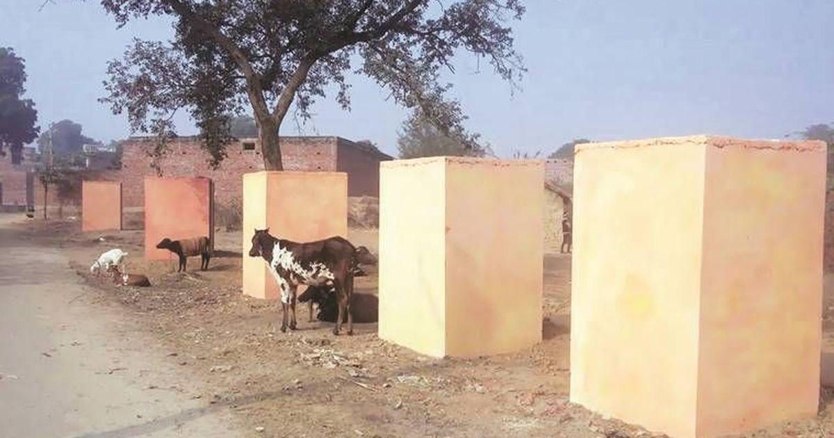उत्तर प्रदेश में अब शौचालय भी भगवा रंग दिए गए!