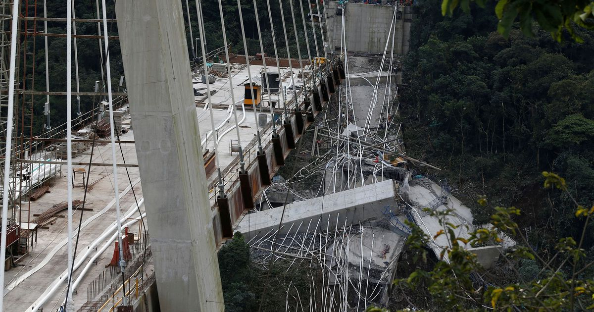 Colombia: 10 workers die after bridge they were constructing in Chirajara collapses