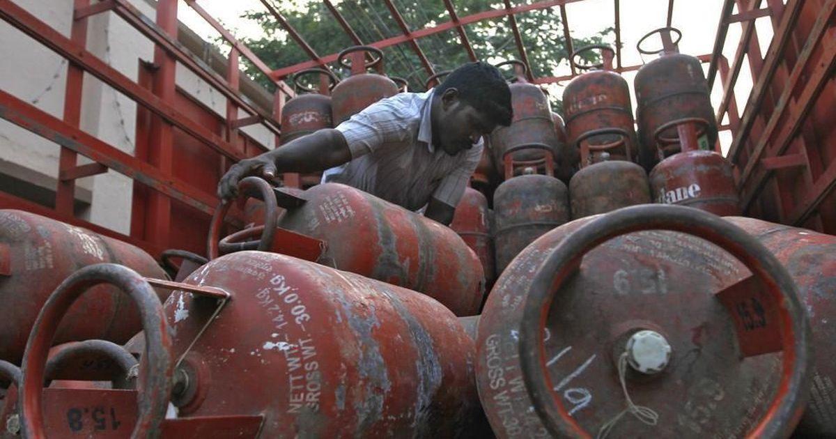 पेट्रोल-डीजल के बाद रसोई गैस के दाम बढ़ने सहित दिन के बड़े समाचार