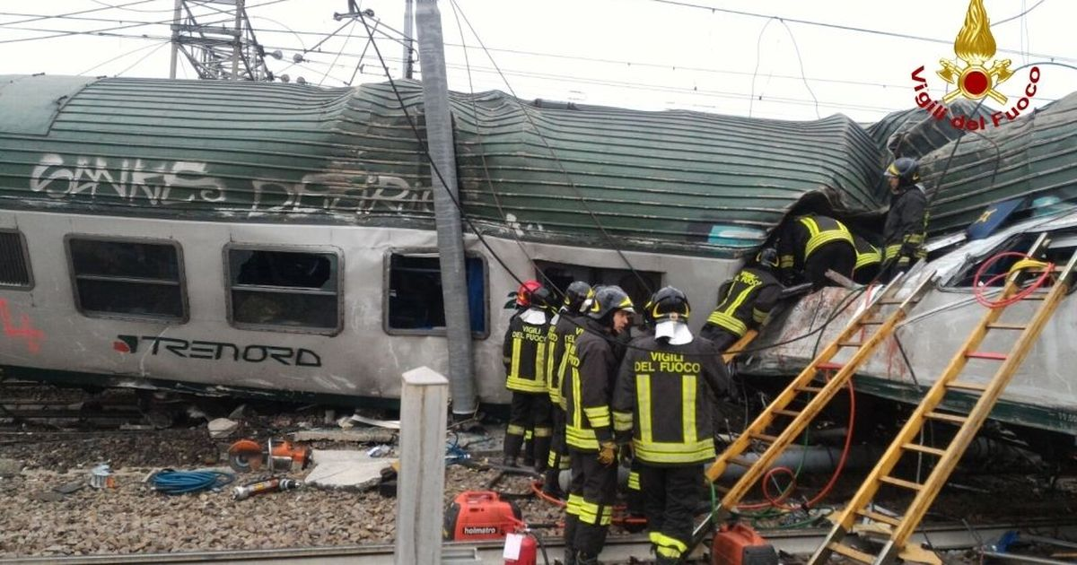 Commuters killed as train derails near Milan