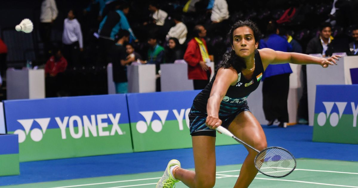 Sindhu in semis; Saina bows out