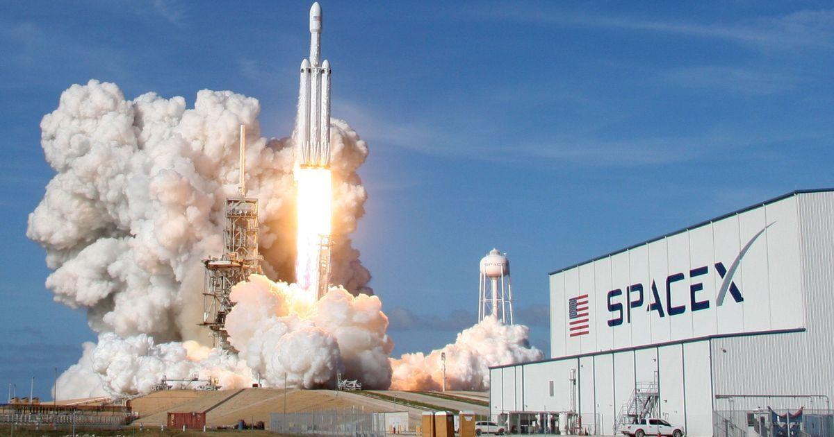 अमेरिका में दुनिया के सबसे शक्तिशाली रॉकेट के सफल परीक्षण सहित दिन के बड़े समाचार