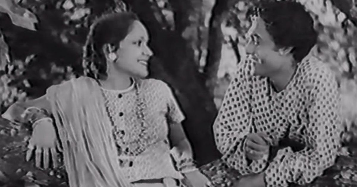 Picture the song: Devika Rani is a free-spirited bird in 'Main Ban Ki Chidiya'