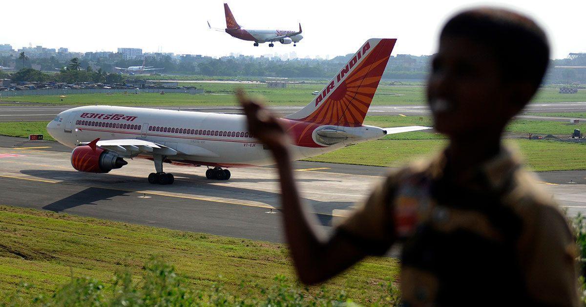 मुंबई : एयर इंडिया की उड़ान के चालक दल की सदस्य विमान से नीचे गिरी, हालत गंभीर
