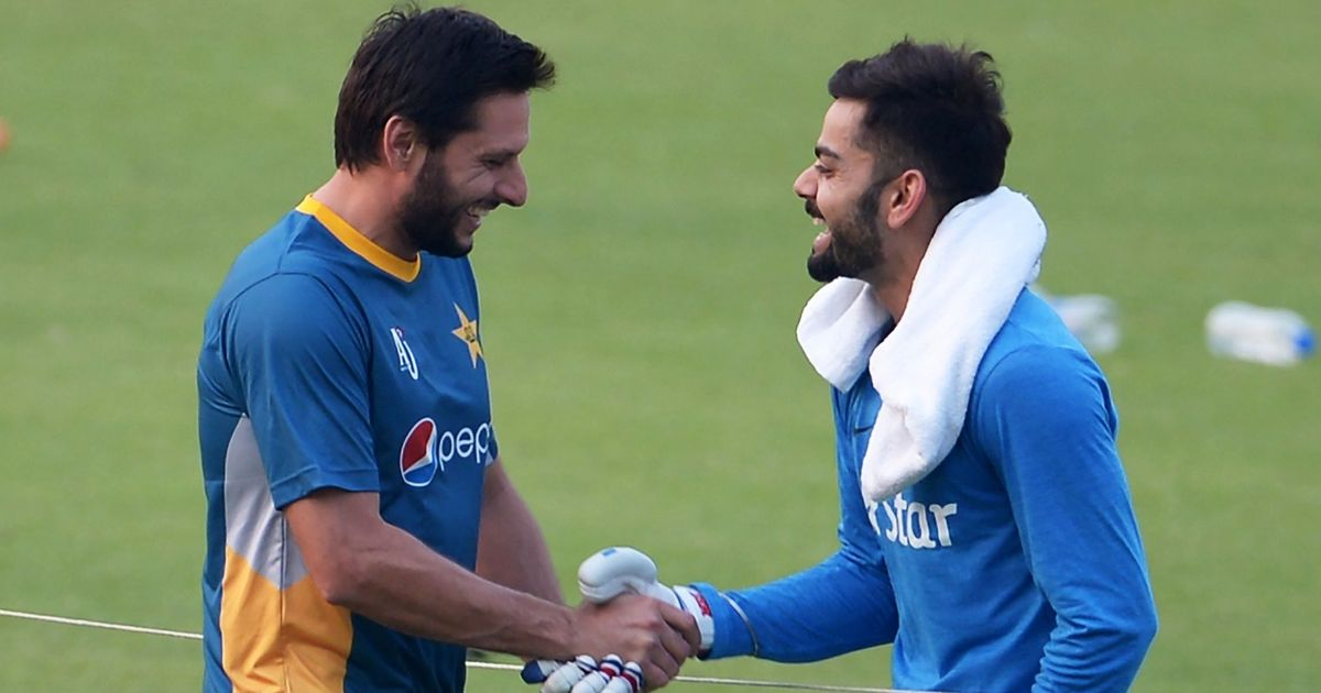 Shahid Afridi insists on posing with Indian flag, wins hearts on Twitter