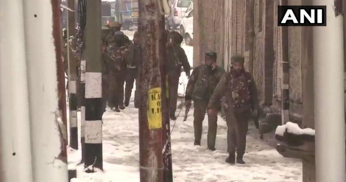 जम्मू-कश्मीर : सीआरपीएफ कैंप पर हमला नाकाम, गोलीबारी में कॉन्स्टेबल घायल