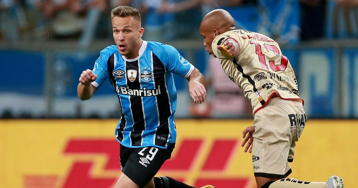Barcelona sign Brazilian midfielder Arthur for €30 million from Gremio