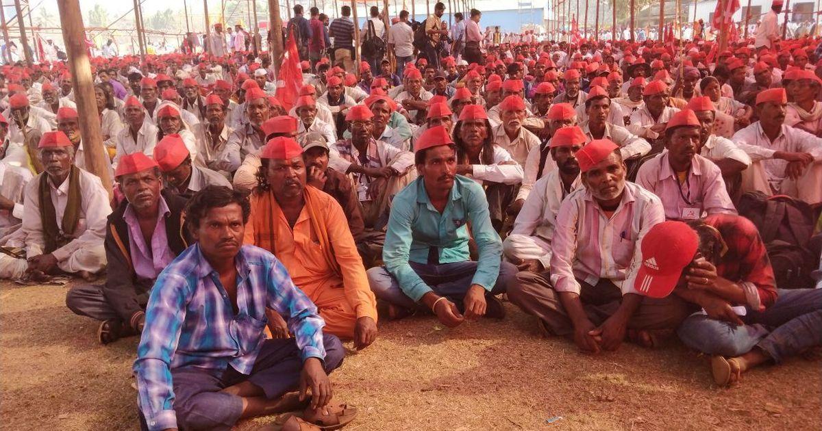 Mumbai: Protesting farmers meet CM Devendra Fadnavis at Vidhan Bhavan