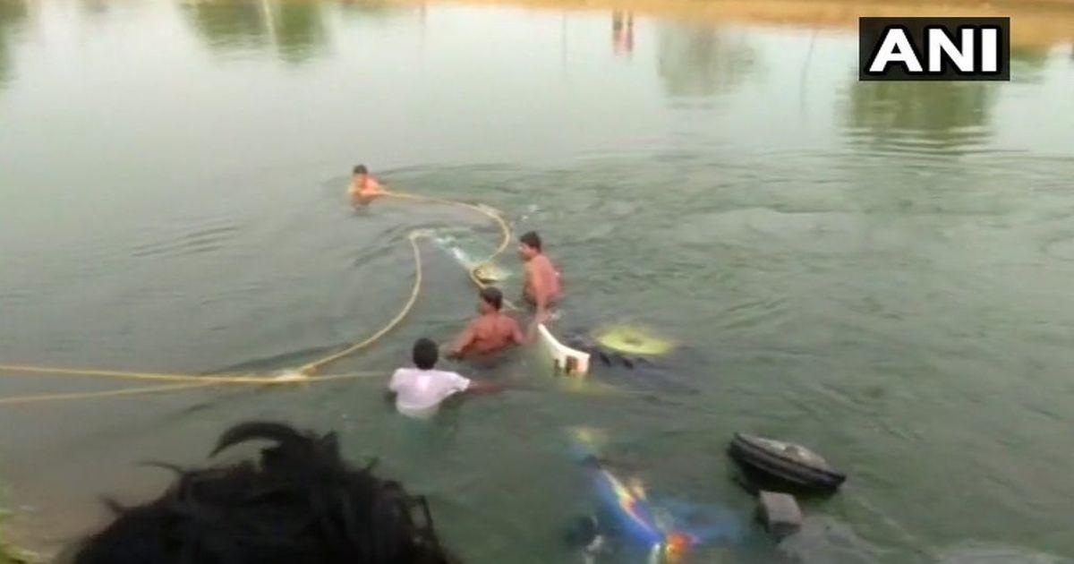 तेलंगाना : ट्रैक्टर नहर में गिरा, कम से कम 12 खेतिहर मजदूरों की मौत
