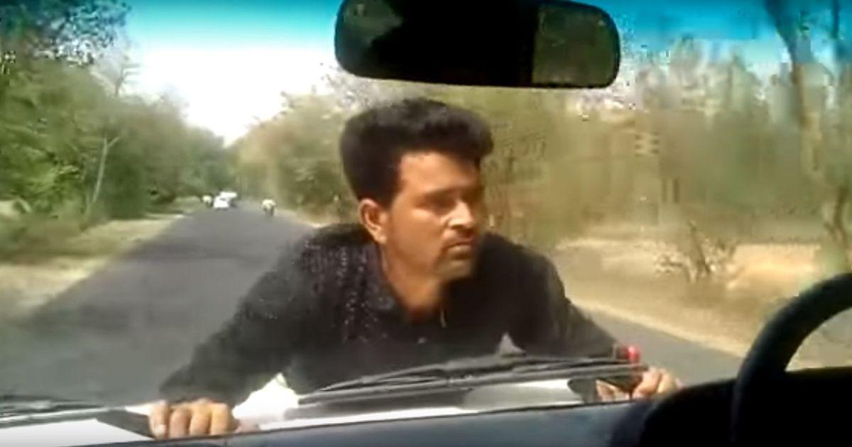 उत्तर प्रदेश : बरेली में एक बीडीओ ने बोनट पर चढ़े ग्रामीण को लेकर चार किलोमीटर तक कार दौड़ाई