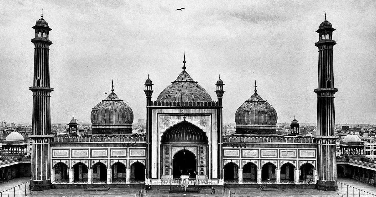 How did the mighty Mughal Empire fall to a bunch of British merchants?
