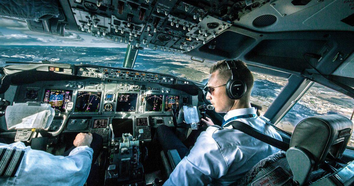 डीजीसीए की नई गाइडलाइंस के बाद अब पायलटों को ज़्यादा घंटे ड्यूटी करनी पड़ सकती है