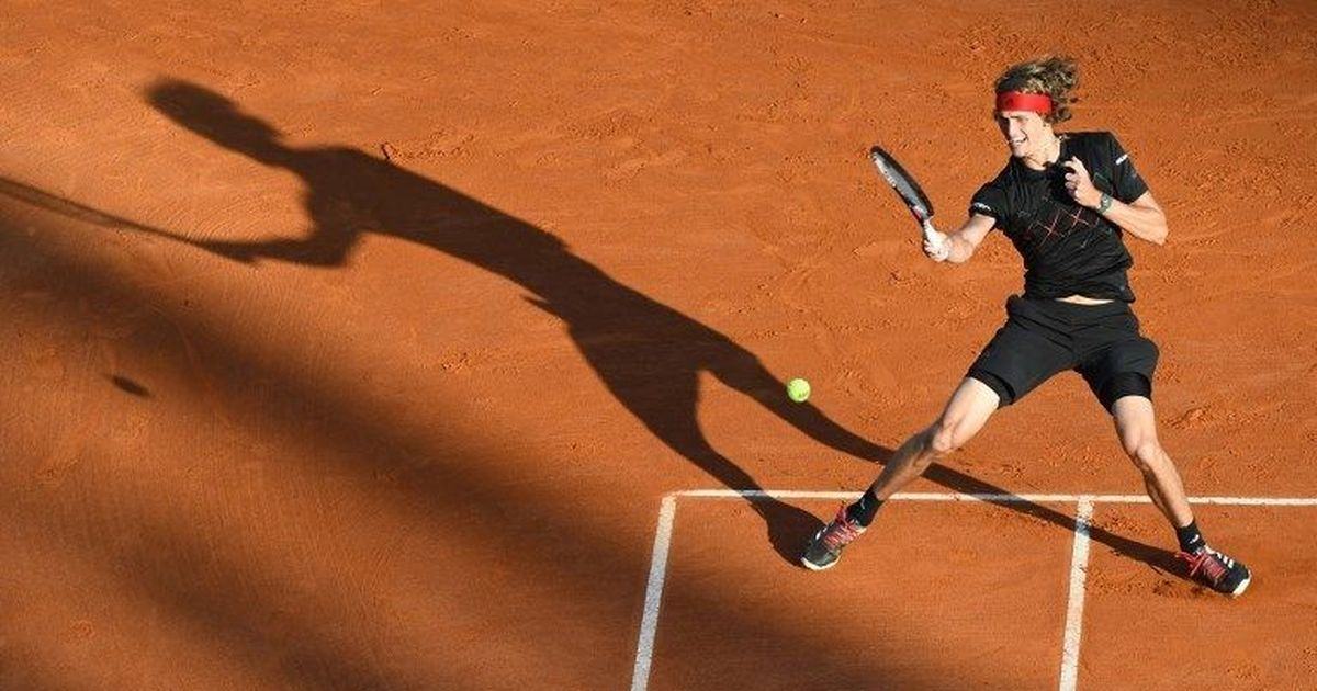 Thiem stuns Djokovic to reach quarters