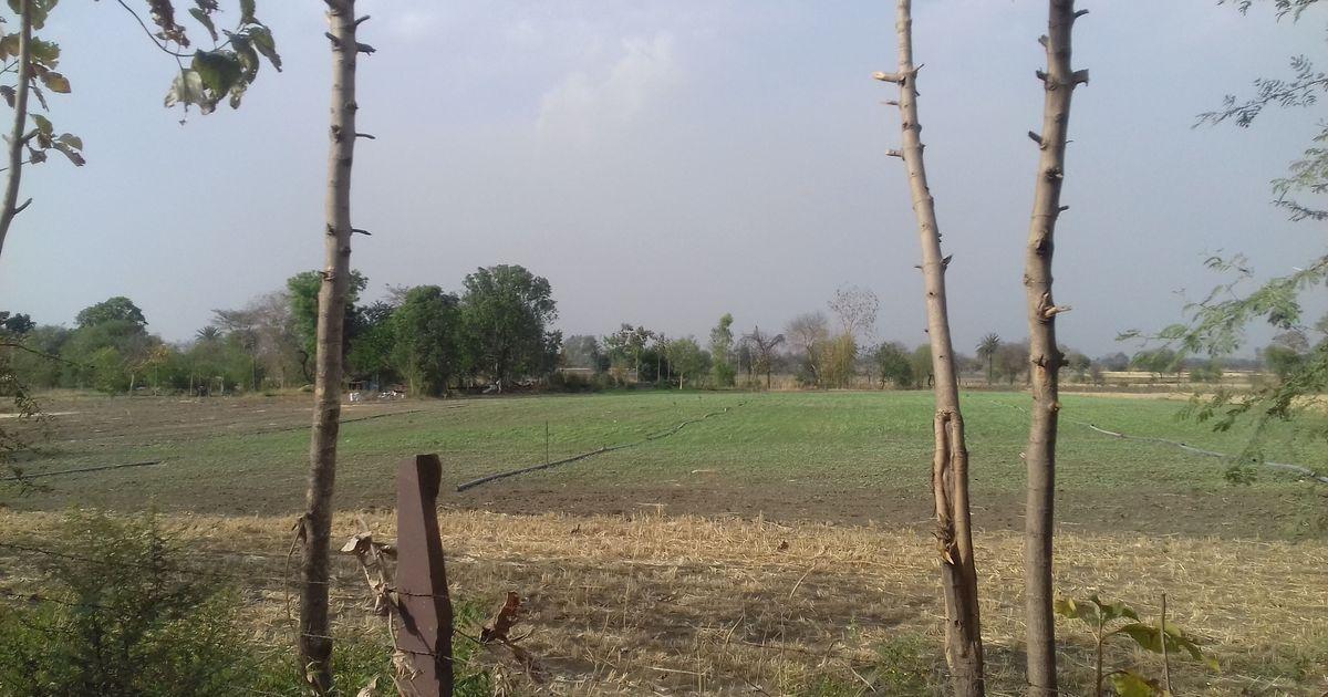 पानी की कमी और पलायन से जूझते बुंदेलखंड के कुछ गांव ही इस संकट को रोकने की राह भी बताते हैं