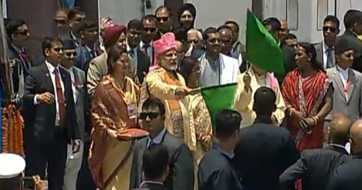 प्रधानमंत्री नरेंद्र मोदी नेपाल पहुंचे, जनकपुर से अयोध्या के लिए बस सेवा को हरी झंडी दिखाई