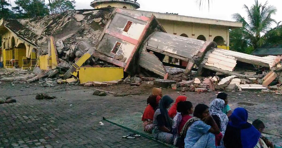 इंडोनेशिया: बचावकर्मियों ने भूकंप में ढहे एक चर्च के मलबे से 34 छात्रों से शव बरामद किए