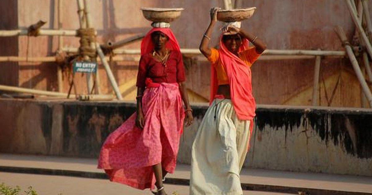 शहरों से ज्यादा ग्रामीण महिलाओं के कामकाजी होने का सच क्या है?