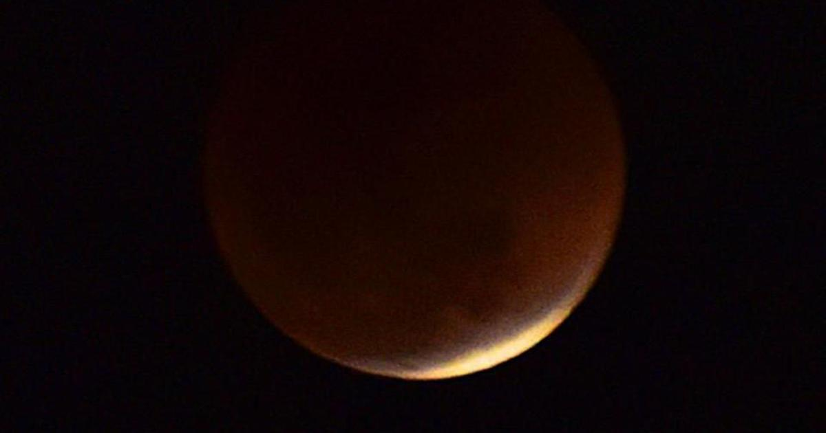 Bengaluru shuns sleep to watch the total lunar eclipse