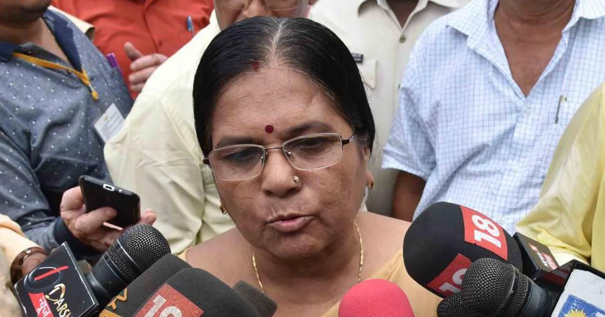मुज़फ्फ़रपुर यौन शोषण मामला : बिहार की समाज कल्याण मंत्री मंजू वर्मा ने इस्तीफ़ा दिया