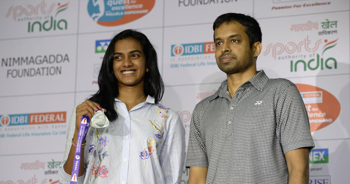 Momentary lapse in concentration cost Sindhu in Worlds final against Marin, says Gopichand