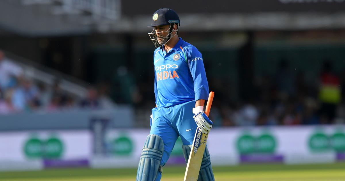 India shouldn't think about dropping MS Dhoni till 2019 World Cup, says Virender Sehwag