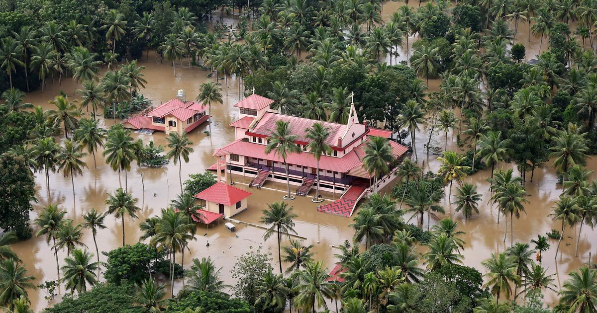 Kerala floods: Toll climbs to 324; weather department predicts heavy rainfall over weekend
