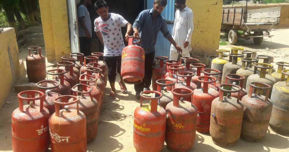 पेट्रोल-डीजल के बाद अब रसोई गैस के भी दाम बढ़े