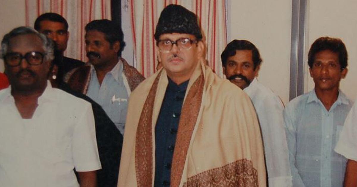 वीपी सिंह : जो सत्ता त्यागकर एक चुका हुआ राजनेता बनने के बजाय एक सजग नागरिक बन जाना चाहते थे