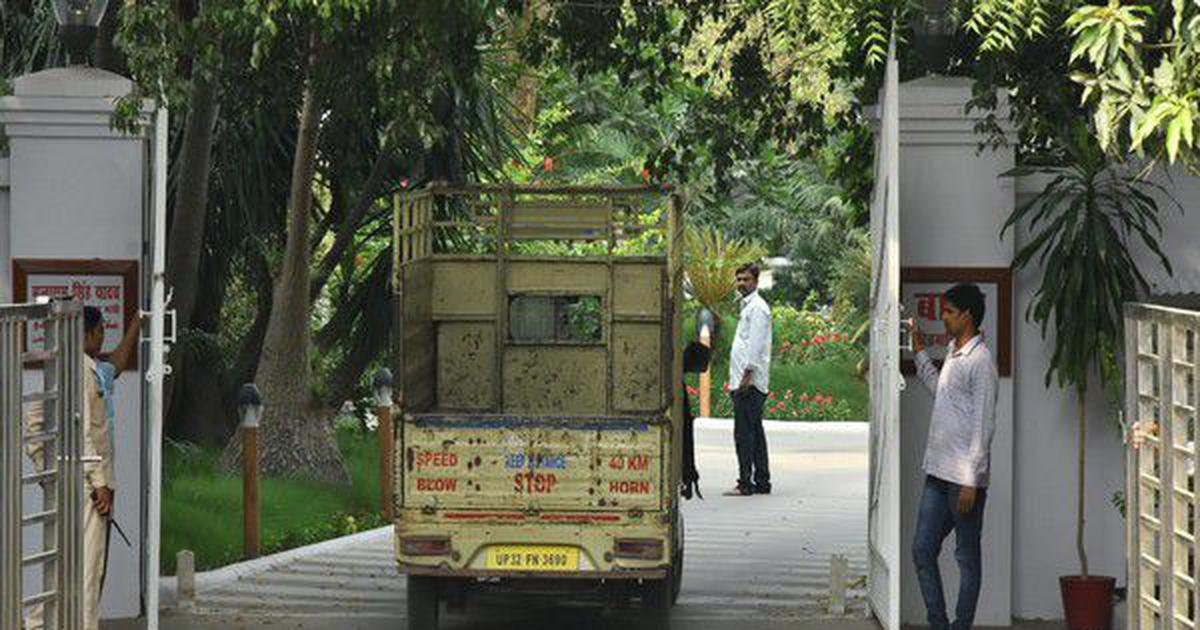 सरकारी बंगले खाली न करने वालों का सामान सड़क पर रखने के अदालती निर्देश सहित आज की प्रमुख सुर्खियां