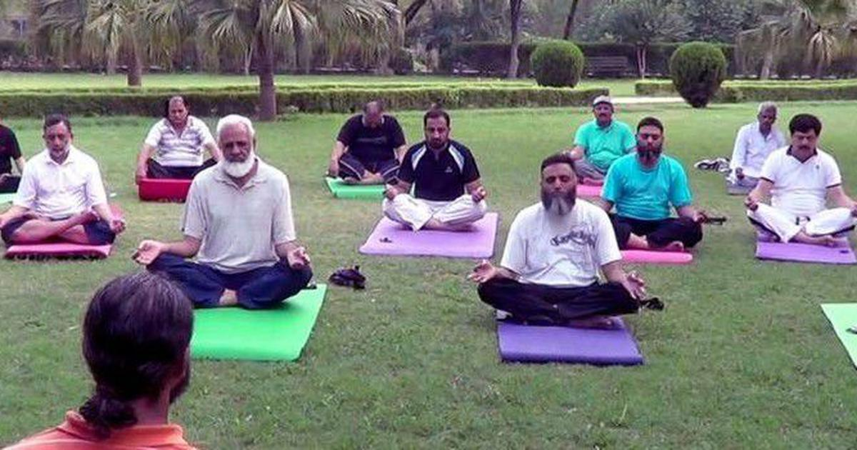 जिन्हें योग इस्लाम विरोधी दिखता है उन्हें पाकिस्तान और ईरान की तरफ देखना चाहिए