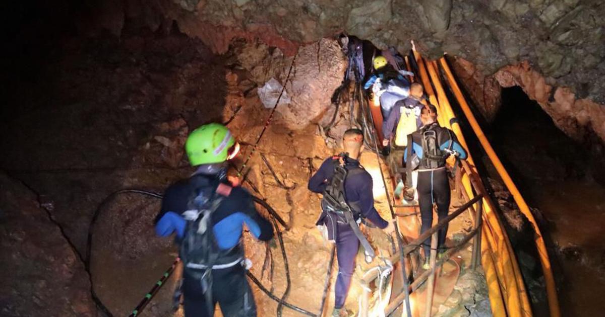 थाईलैंड : गुफा में फंसे 13 लोगों में से 11 को निकाला गया