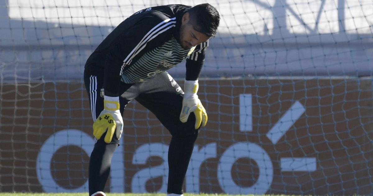 Argentina keeper Sergio Romero injures knee, ruled out of World Cup