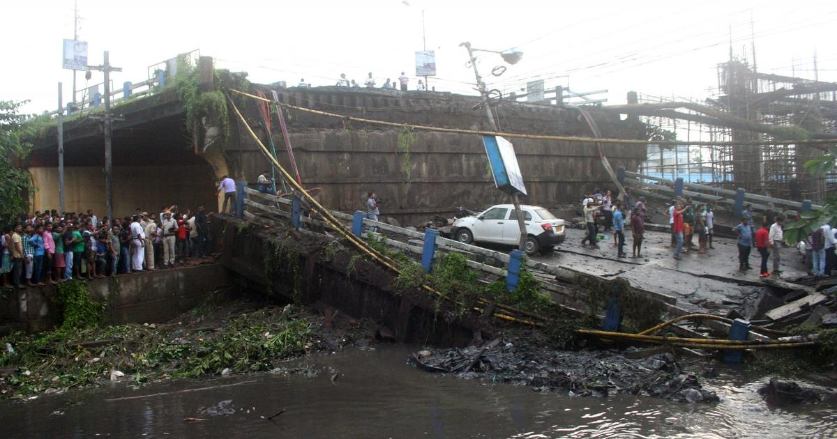 Kolkata: 1 dead, 21 injured as part of bridge collapses, Army assists in rescue work