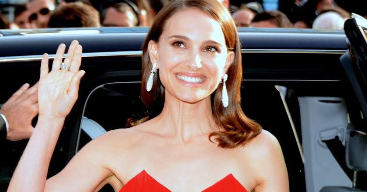 Natalie Portman to direct, star in film about twins who wrote competing advice columns