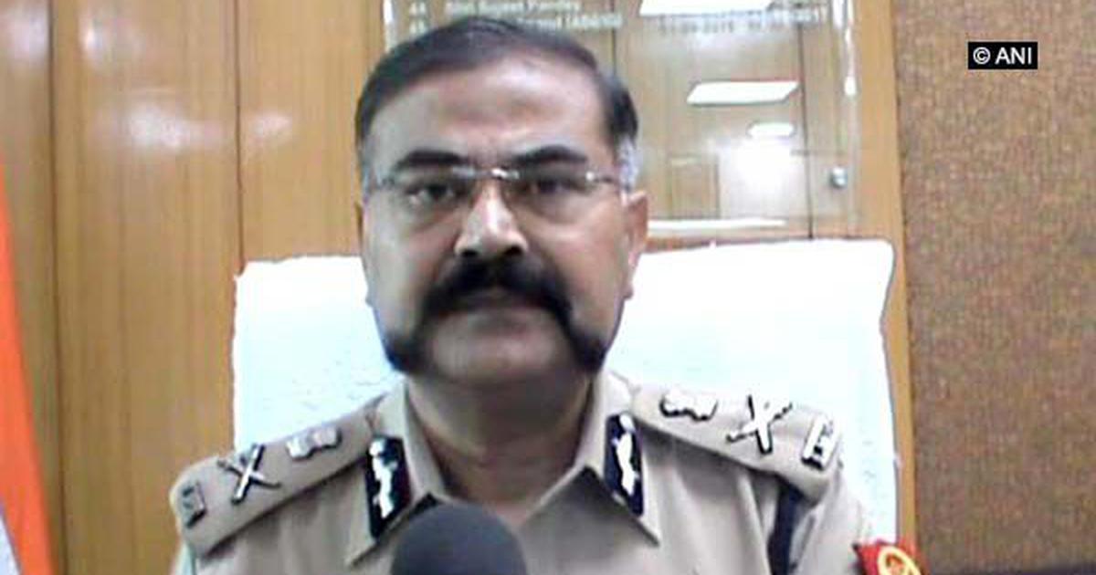 उत्तर प्रदेश : अतिरिक्त पुलिस महानिदेशक ने कांवड़ियों पर हेलिकॉप्टर से फूल बरसाए