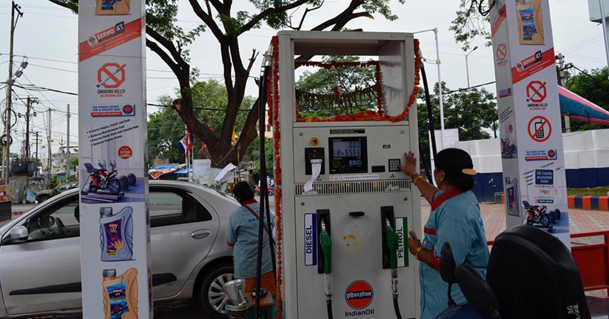 16 दिन तक बढ़ोतरी के बाद पेट्रोल की कीमत घटी, लेकिन सिर्फ एक पैसा