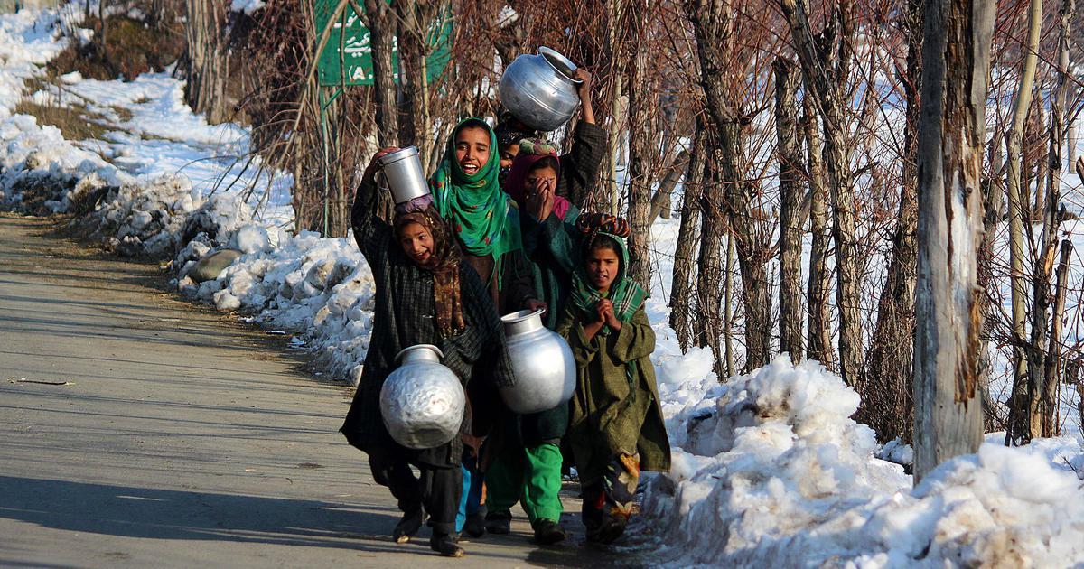 अनुच्छेद 35ए : जो कश्मीर को विशेषाधिकार देकर लाखों लोगों के मानवाधिकार तक छीन लेता है