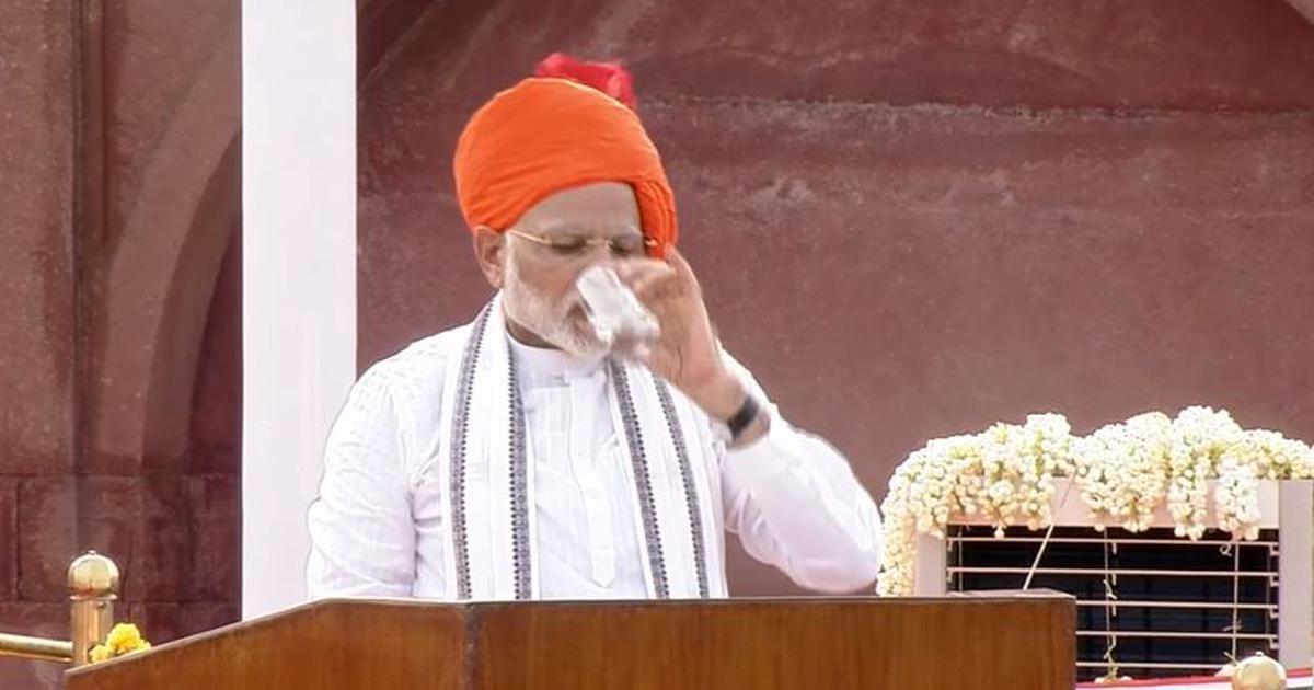 क्या स्वतंत्रता दिवस पर प्रधानमंत्री नरेंद्र मोदी ने राष्ट्रगान का अपमान किया था?