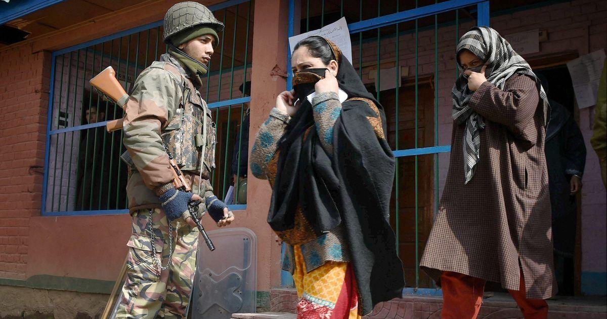 जम्मू-कश्मीर : स्थानीय निकाय और पंचायत चुनाव के लिए तीसरे चरण का मतदान जारी