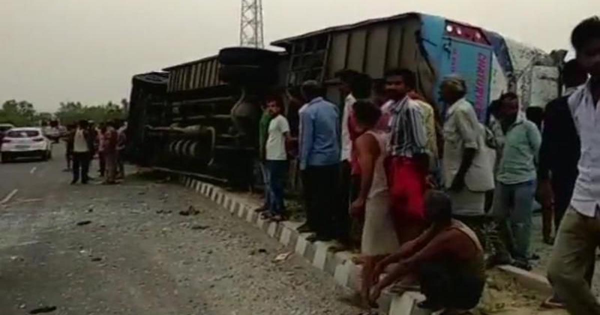 उत्तर प्रदेश : बेकाबू बस पलटी, 17 यात्रियों की मौत
