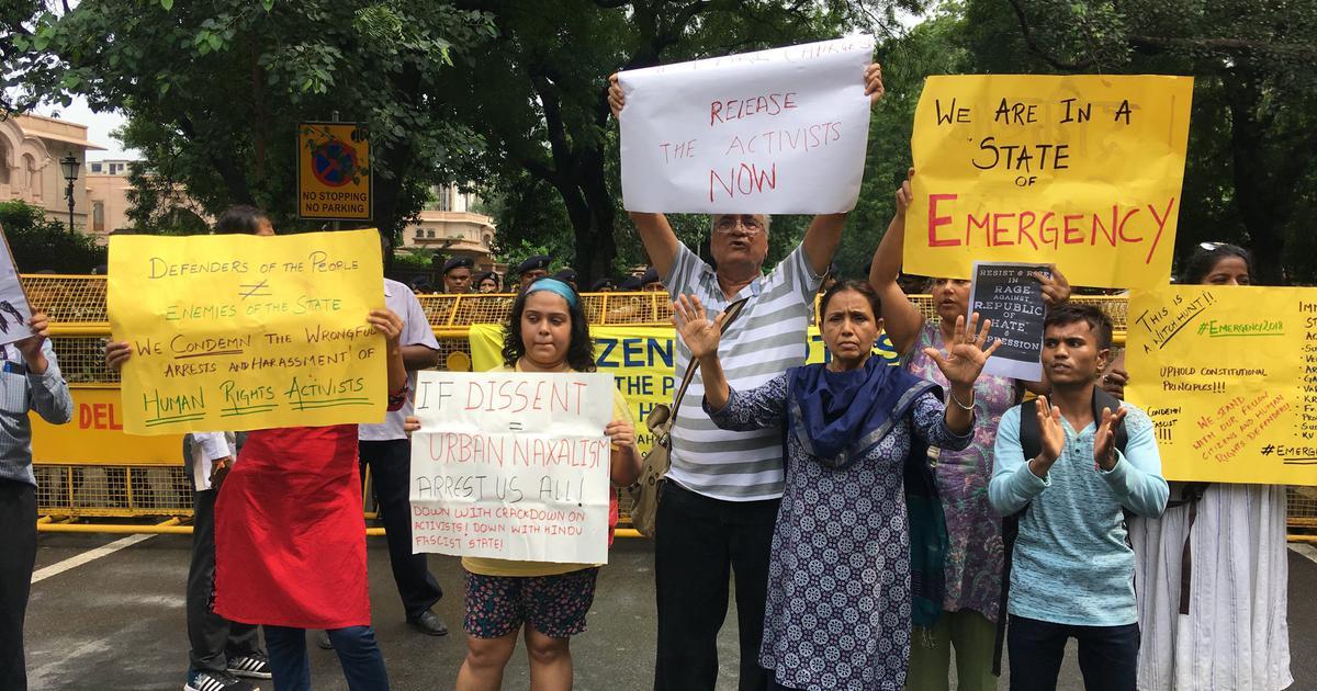 हैदराबाद : सामाजिक कार्यकर्ताओं की गिरफ्तारी का विरोध कर रहे 90 लोग हिरासत में लिए गए