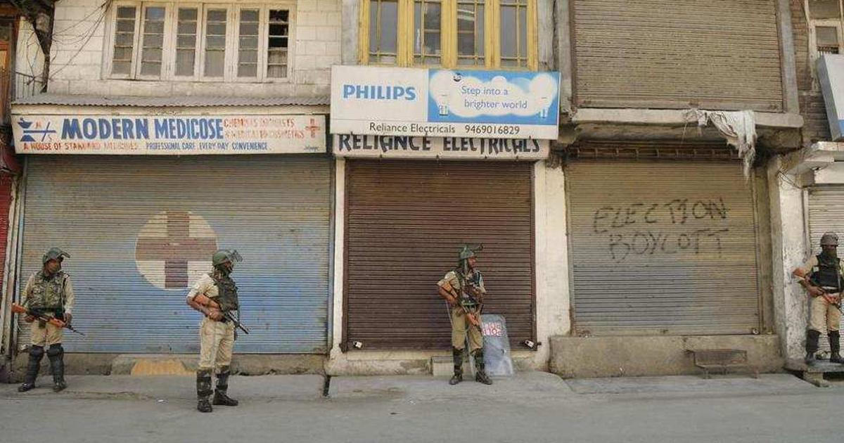 जम्मू-कश्मीर : आतंकियों ने पांच पुलिसकर्मियों के परिजन अगवा किए