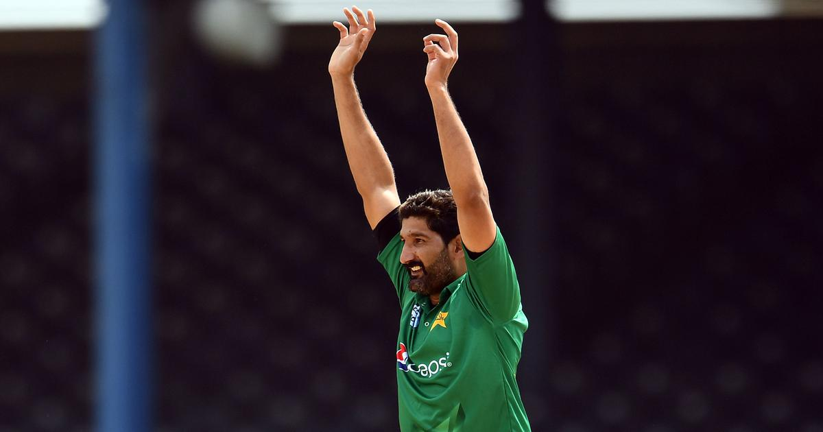 Watch: Sohail Tanvir flips the bird after dismissing Ben Cutting in CPL match