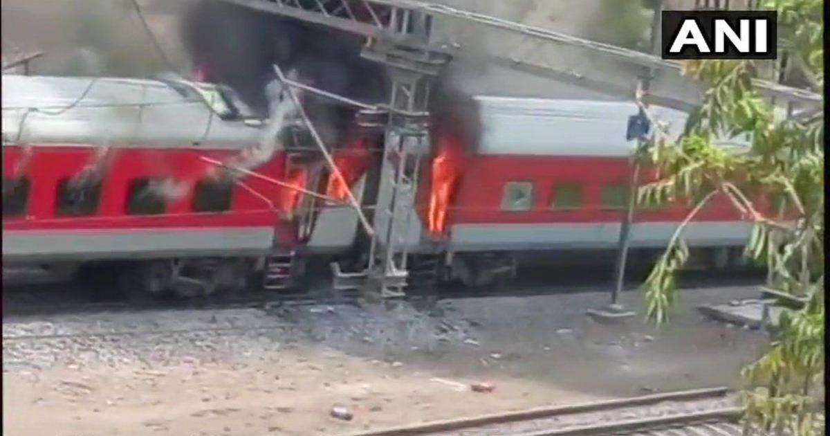 आंध्र प्रदेश एक्सप्रेस के तीन वातानुकूलित डिब्बों में आग लगी, यात्री बाल-बाल बचे