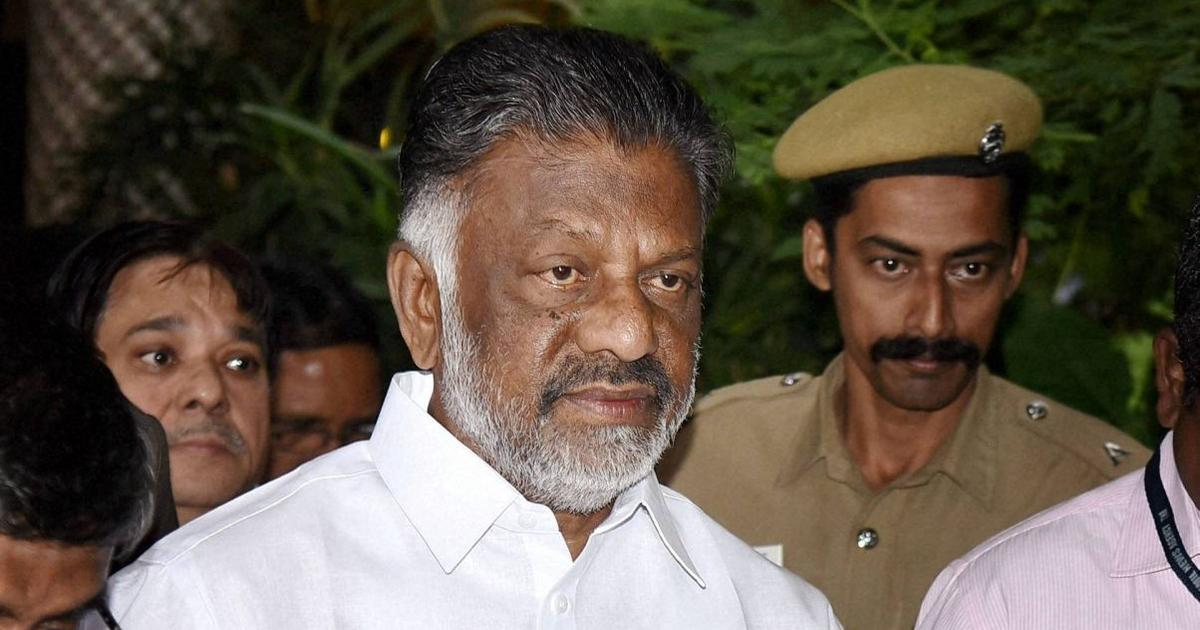 Tamil Nadu: O Panneerselvam quit as CM in 2017 voluntarily, would have retained him, claims Sasikala